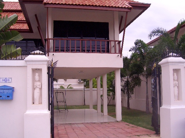 3 Bedroom , House for rent: 3 Bedrooms House for rent in Pratamnak Hill  ฿50,000 per month